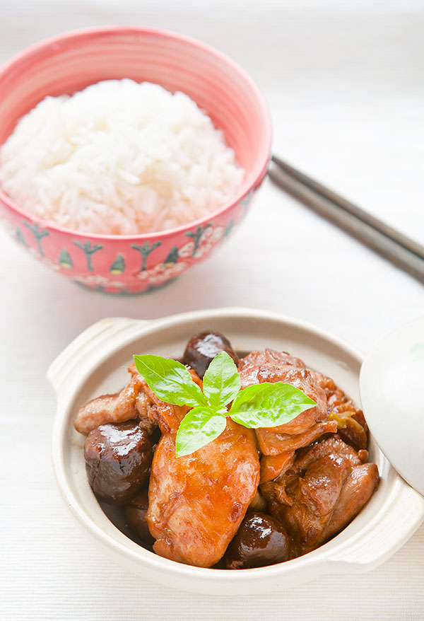Post image for Braised Chinese Chestnut Chicken