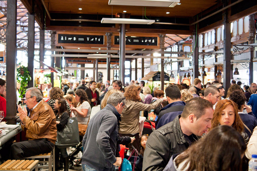 mercado de san miguel crowd