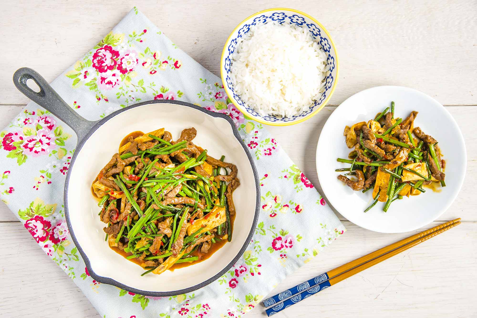 stir fried beef with thai chive and bean curd